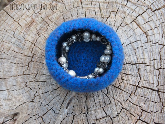 DIY felted treasure bowls for holding jewelry!